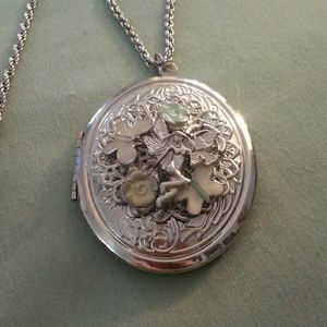 Jewelry - Silver locket necklace